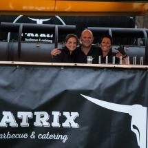 Immer ein Lächeln für euch übrig: Das Team von Patrix BBQ.