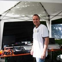 Unser DJ Jens sorgt vor, während und nach den Spielen für ordentlich Musik.